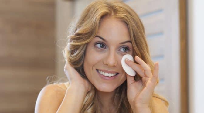 Comment enlever son maquillage sans agresser sa peau ?