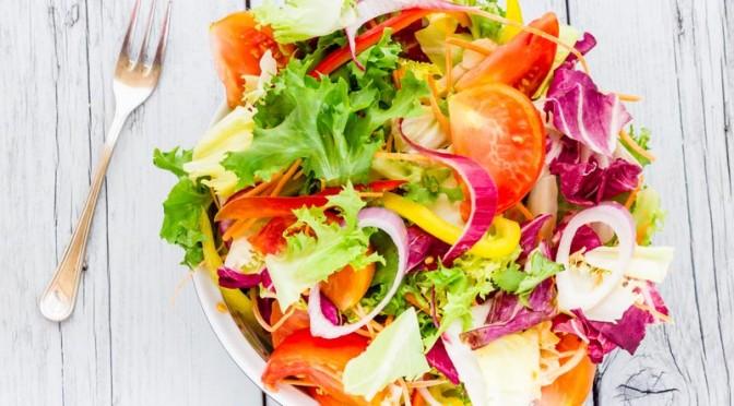 Salade de légumes multicolore