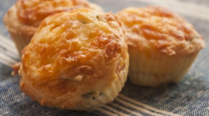 Muffins aux olives et au fromage