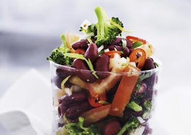 Salade de brocolis et haricots rouges au sésame