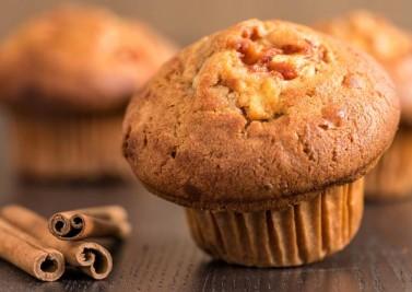 Muffins à la pomme sans gluten parfumés à la cannelle