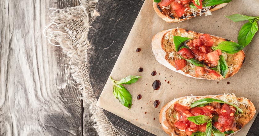 Crostinis aux tomates et pesto
