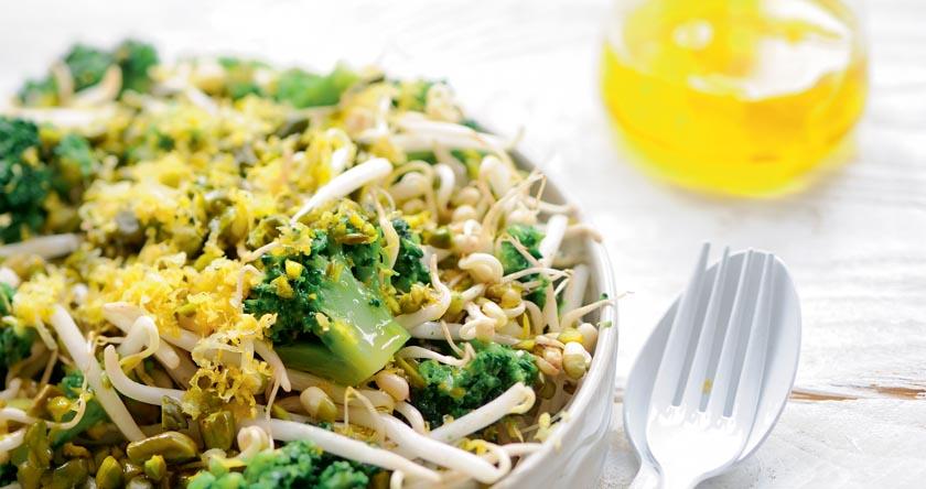 Salade de pousses de haricots mungo au brocoli