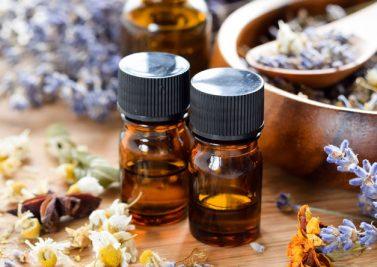 Les 8 huiles essentielles à avoir chez soi