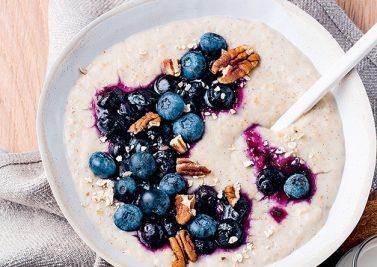 Porridge vanillé aux myrtilles
