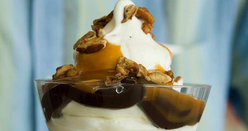 creme glacee au chocolat et aux noix de pecan