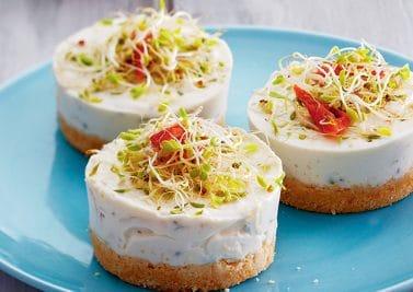 Cheesecakes salés au fromage de chèvre et à l'alfalfa