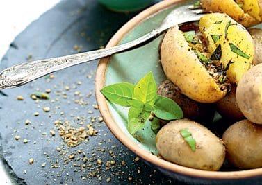 Pommes de terre vapeur au basilic et gomasio