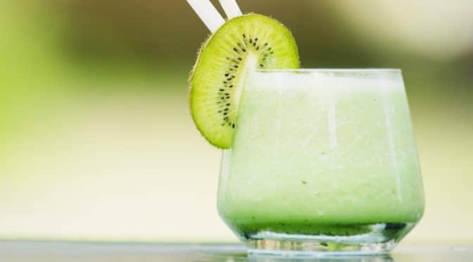 Jus énergisant à la banane, au kiwi et au chou kale