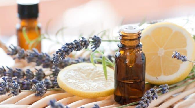 Les huiles essentielles indispensables pour un été bien huilé
