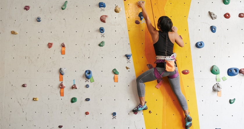 Pour un bon gainage, faites le mur (d'escalade)
