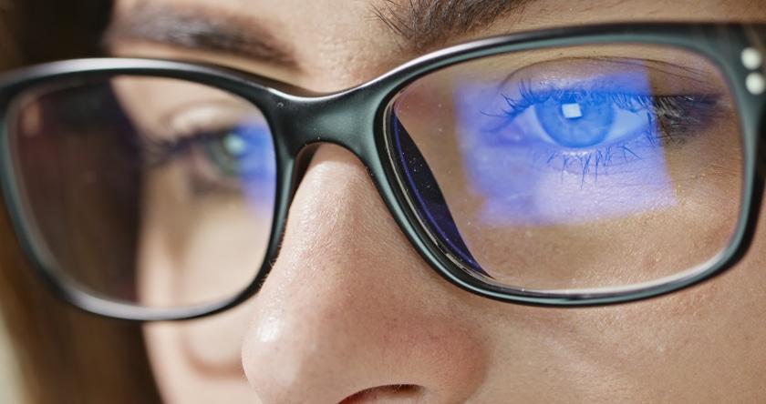 La lumière bleue est-elle dangereuse pour nos yeux ?