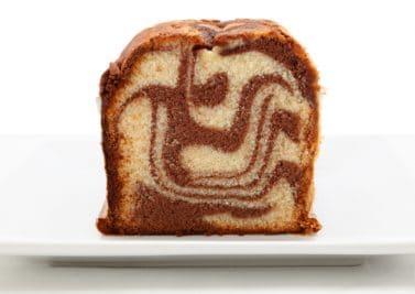 Cake de Noël léger marbré à la vanille et au chocolat