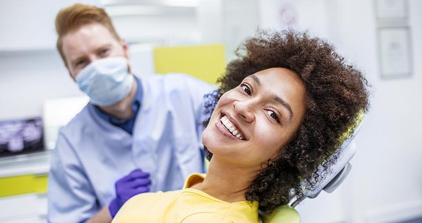 Prothèses dentaires : les trois types disponibles