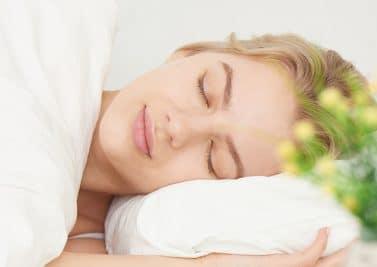 Maux de dos : pourquoi choisir un oreiller cervical ?