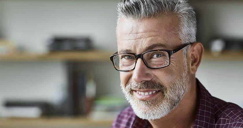 Verres, montures, style : nos conseils pour des lunettes homme pas chères